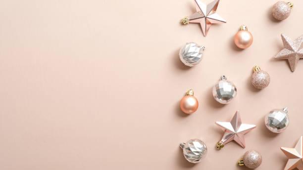 Top view stylish christmas decorations on ivory background flat lay picture id1186453604?b=1&k=6&m=1186453604&s=612x612&w=0&h=0omziztds1mg2sa6 nek9blsfotrikdh6a3mqx qjxm=