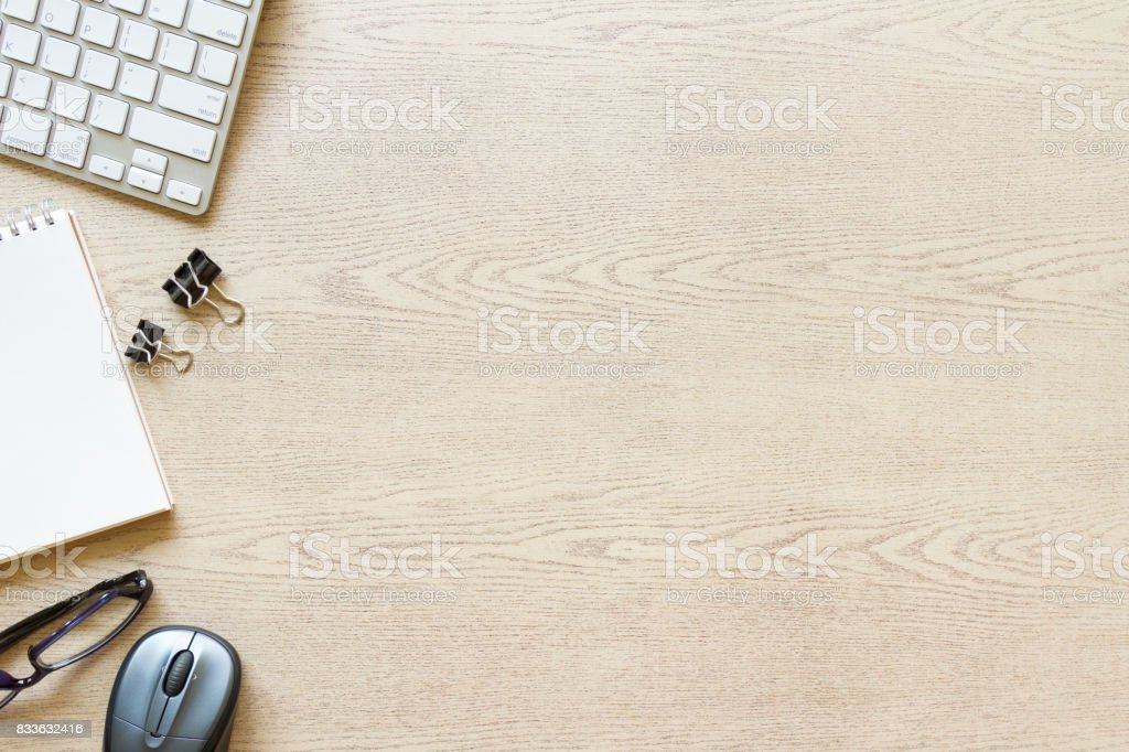 top view wooden office desk with computer and supplies - foto stock