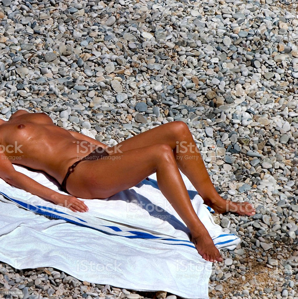 pictures-topless-sunbathers-beach