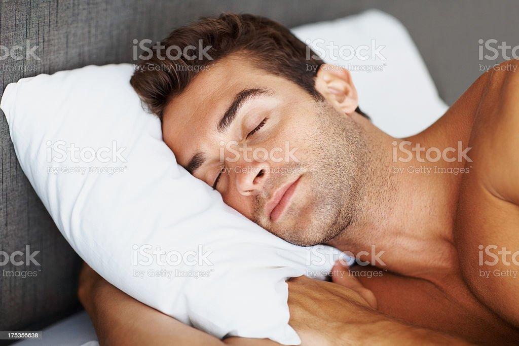 Topless Giovane Ragazzo Dormire Sul Letto Fotografie Stock E Altre Immagini Di A Petto Nudo Istock