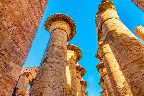 tops of the pillars – Foto
