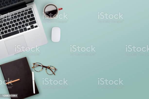 Topview of working business desktop picture id1058045964?b=1&k=6&m=1058045964&s=612x612&h=k slhbka5ujxznyzyziprpp8p7v5fye0uwf0cnv22x4=