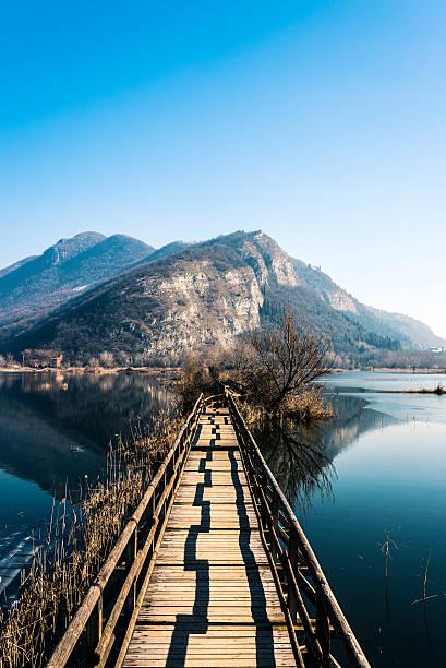 Torbiere del Sebino, wooden bridge on the lake foto
