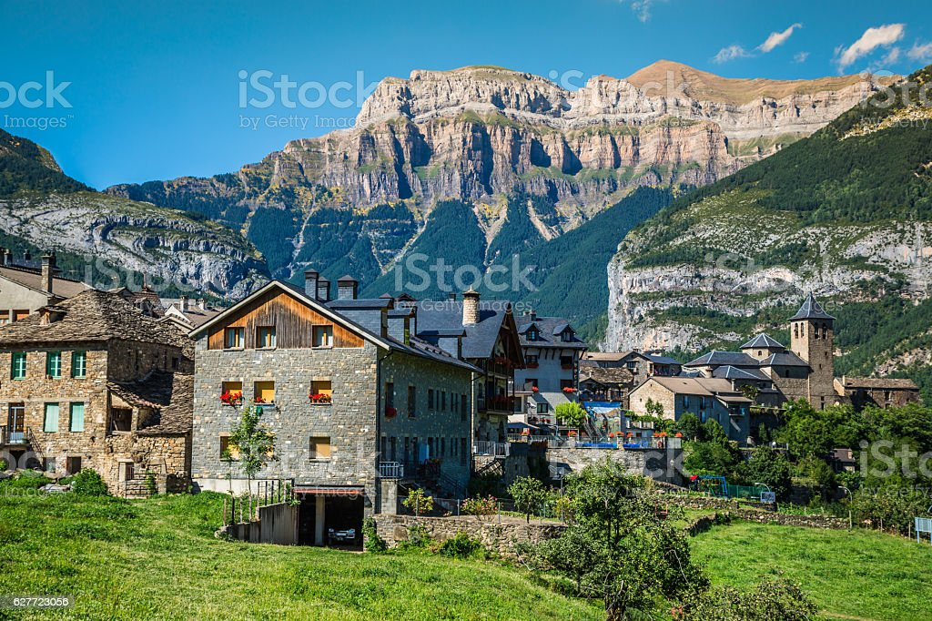 Torla town in Ordesa National pakr in the spanish pyrenees. - foto de stock