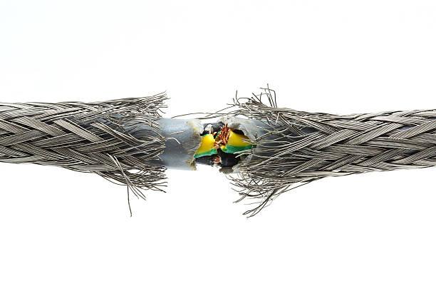 Zerrissen beschädigt power cable – Foto