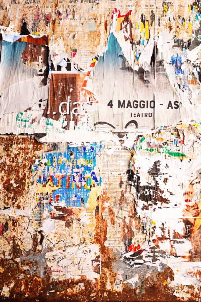 sönderriven gammal affisch vägg, perugia, umbrien, italien - italy poster bildbanksfoton och bilder
