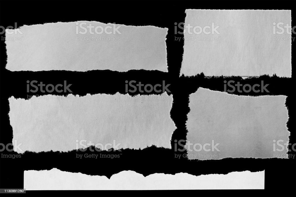 Papiers déchirés sur le noir - Photo de Déchiré libre de droits