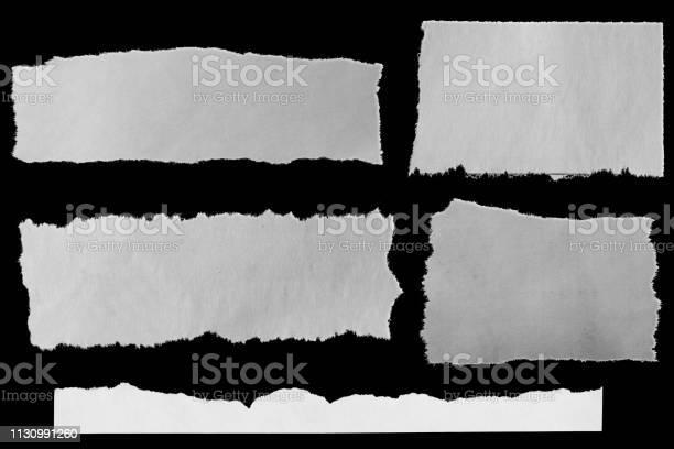 Photo libre de droit de Papiers Déchirés Sur Le Noir banque d'images et plus d'images libres de droit de Déchiré