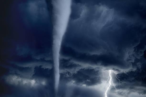 tornado e relâmpago - tornado - fotografias e filmes do acervo