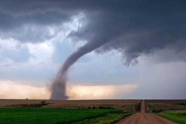 furacão e tempestade da supercélula - tornado - fotografias e filmes do acervo