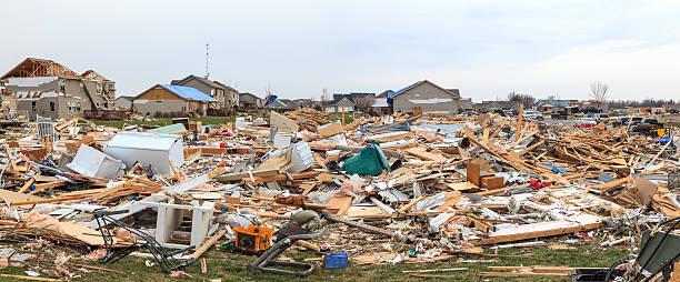 tornado damage - tornado stockfoto's en -beelden