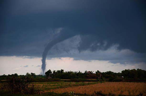 tornado nas planícies - tornado - fotografias e filmes do acervo