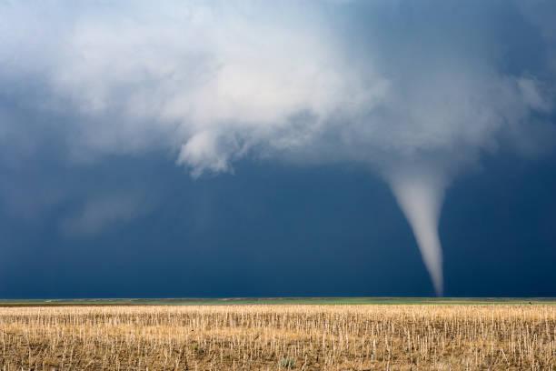 tornado - tornado stockfoto's en -beelden