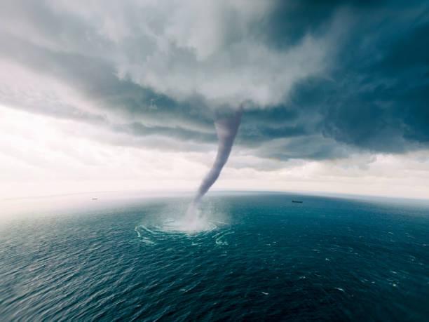 tornado zee - tornado stockfoto's en -beelden