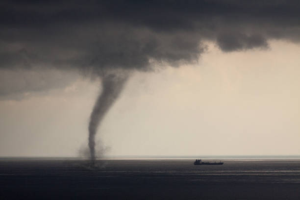 tornado mar - tornado - fotografias e filmes do acervo