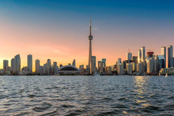 toronto skyline at sunset - toronto stock pictures, royalty-free photos & images