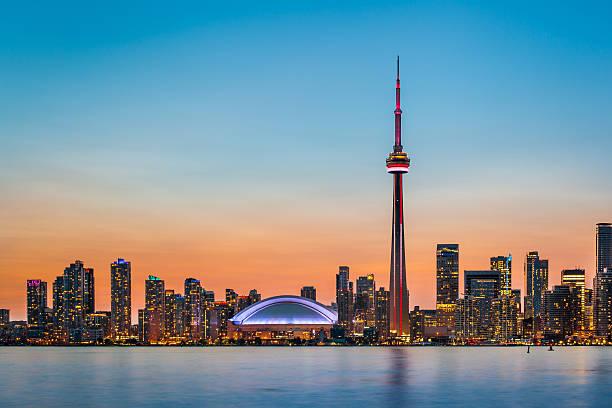 w zmierzchu panoramę toronto - kanada zdjęcia i obrazy z banku zdjęć