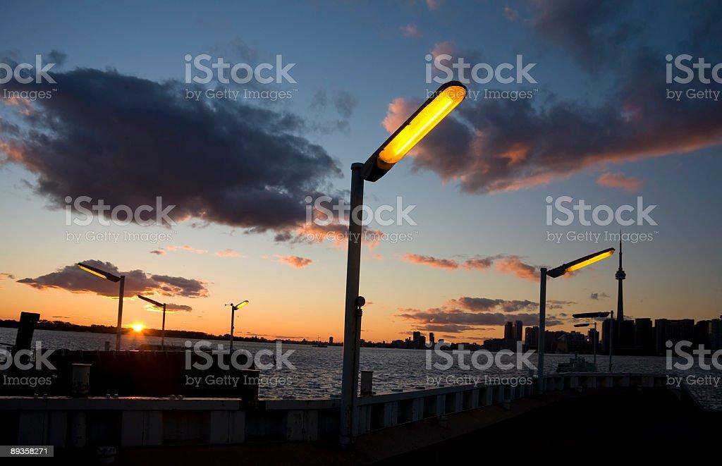 Toronto Skyline illuminazione della Torre foto stock royalty-free