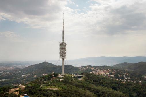Torre De Collserola Torre De Televisión En Barcelona Foto de stock y más banco de imágenes de Aire libre