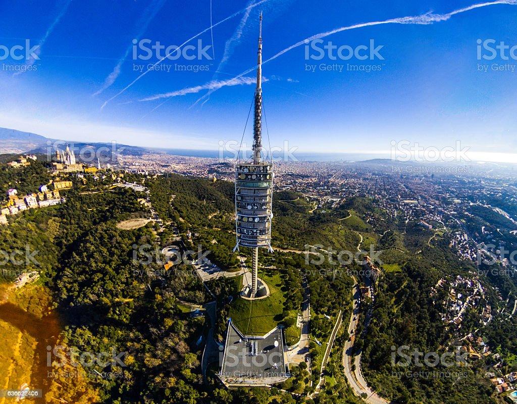 torre de collserola tibidabo barcelona day vallvidrera - foto de stock