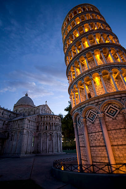 torre di pisa - pisa stockfoto's en -beelden