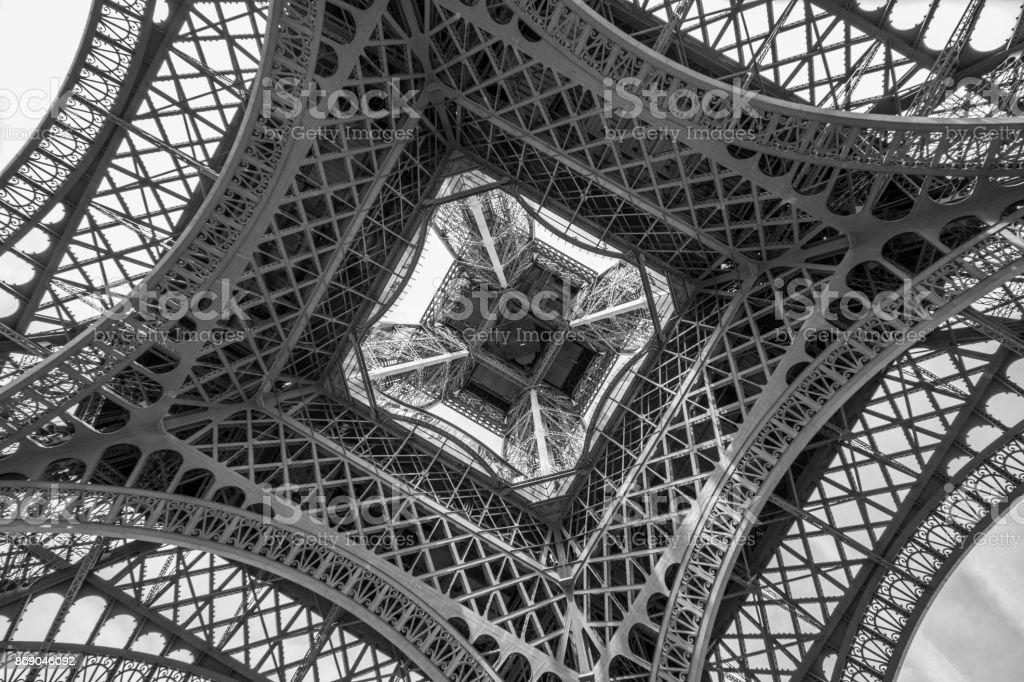 Torre Eiffel desde abajo stock photo