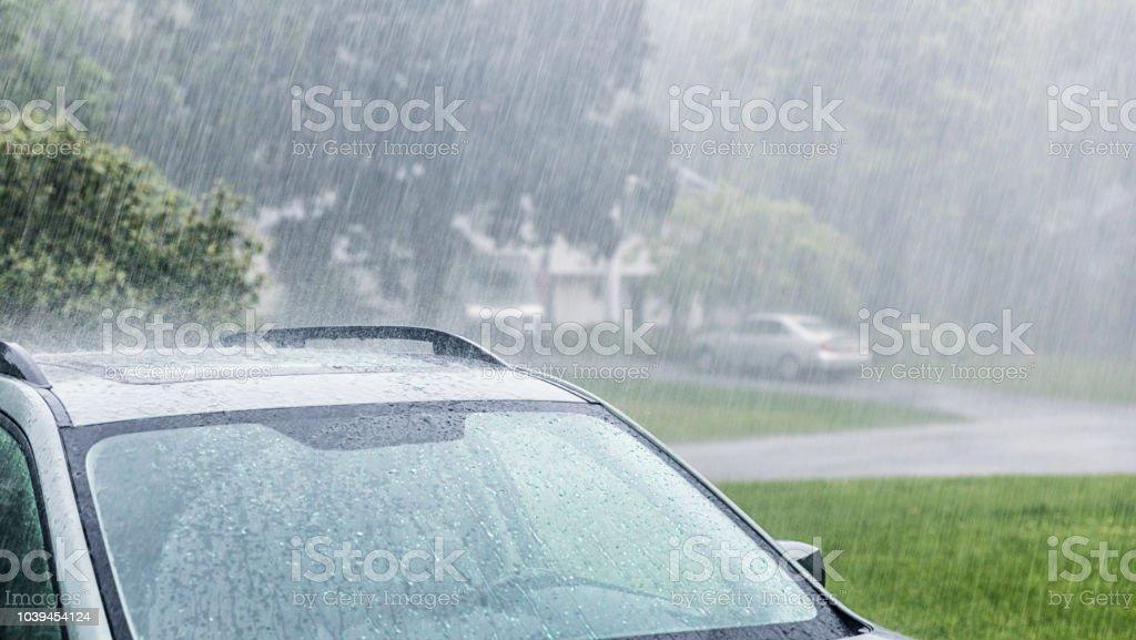 Starkregen Sturm Drenchen parkenden Autos – Foto