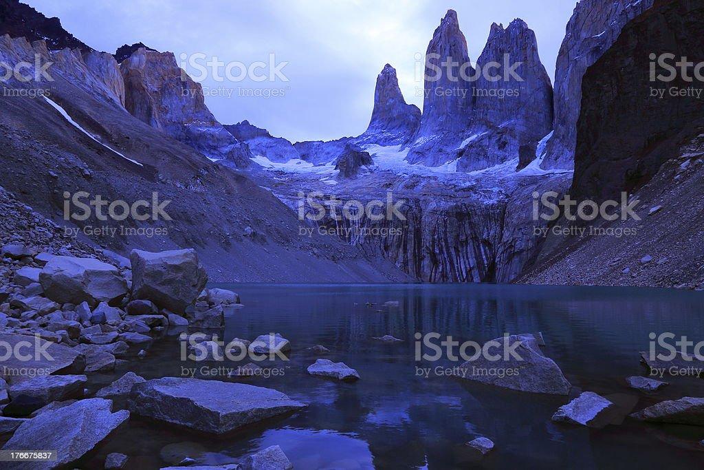 Torres Del Paine paz al atardecer, Patagonia, de América Del Sur foto de stock libre de derechos
