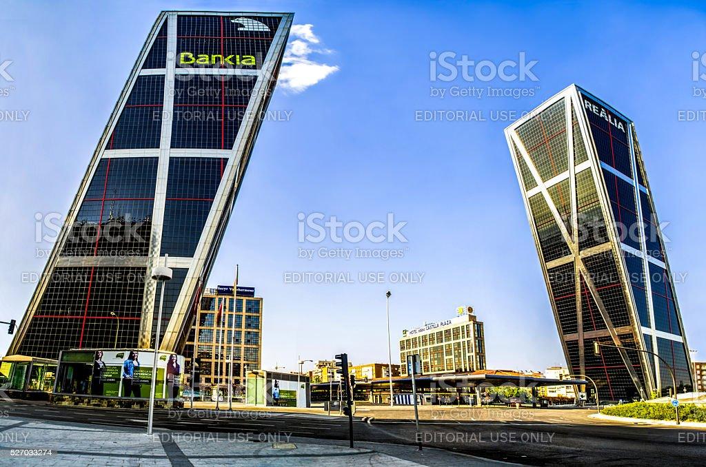Torres kio bankia realia autobús plaza de Castilla madrid España de ancho - foto de stock