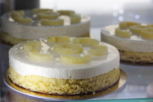 torta all'ananas - ananaskuchen stock-fotos und bilder