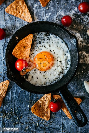 Fried eggs with tomatoes