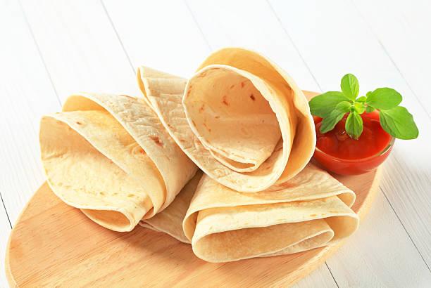 tortilla-wraps - kräuterfaltenbrot stock-fotos und bilder