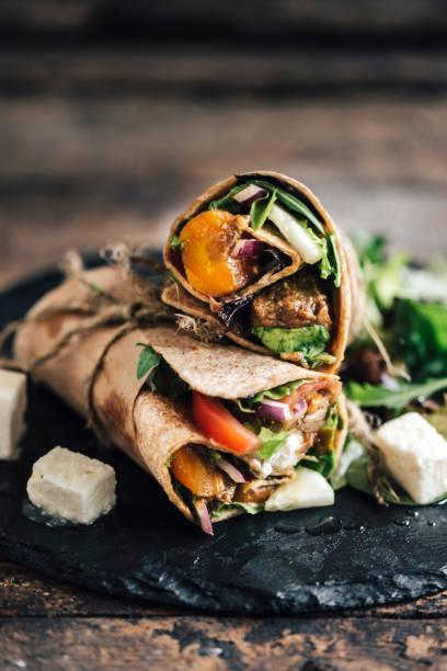 tortilla wraps, sandwiches - veggie wraps stock-fotos und bilder