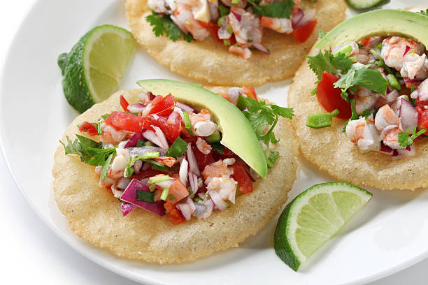 ceviche, tostadas de comida mexicana - foto de stock