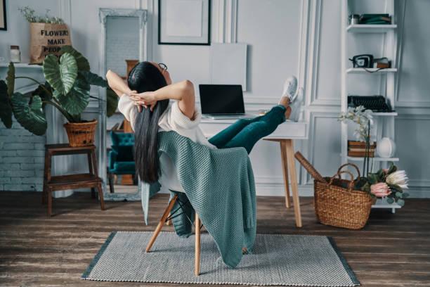 total relaxation. - mani dietro la testa foto e immagini stock