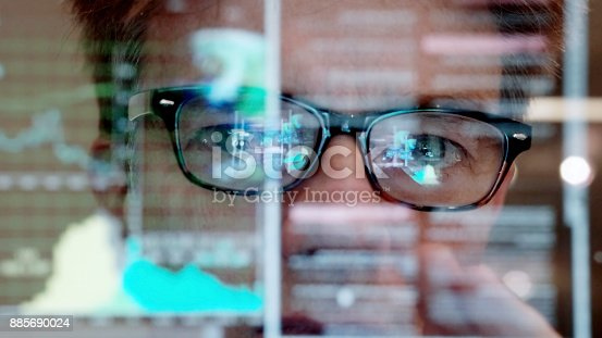 1129342100 istock photo Touch screen analyser 885690024
