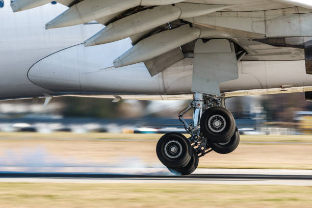 touchdown - aterrizar fotografías e imágenes de stock