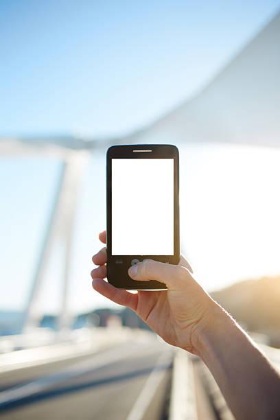 touchscreen-handy mit leeren leinwand für ihre bilder - nachrichten video stock-fotos und bilder