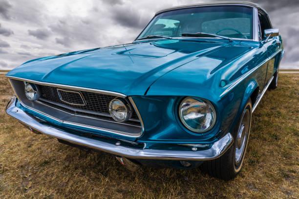 harte amerikanische autos aus den fünfziger jahren - alten muscle cars stock-fotos und bilder