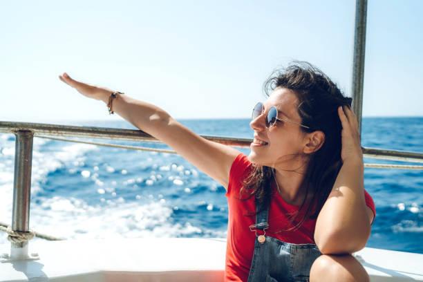 tour boottocht - rondvaartboot stockfoto's en -beelden