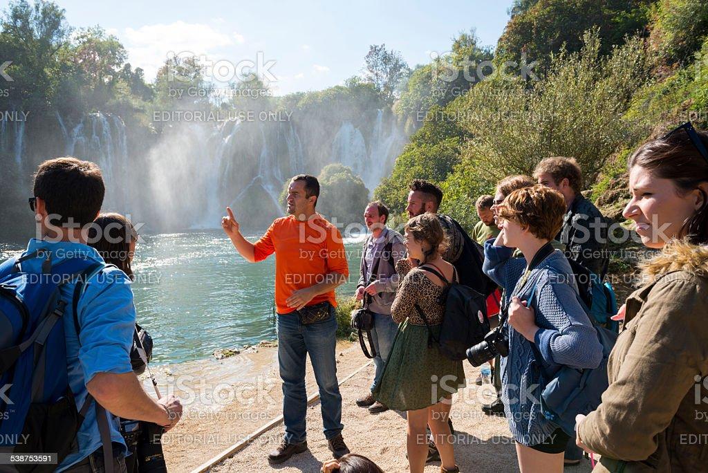 ツアーで Kravice の滝ボスニア ストックフォト