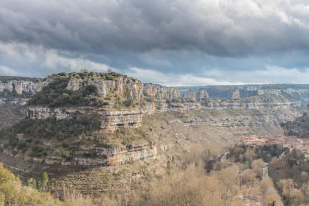 un recorrido por la provincia de burgos, españa - burgos fotografías e imágenes de stock