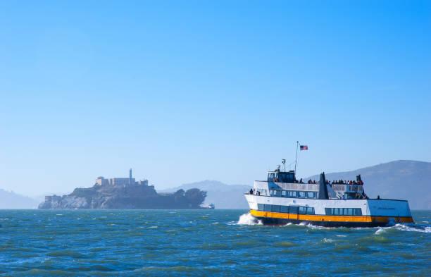 san francisco bay alcatraz adası gezi tur turizm tekne - sefer tarifesi stok fotoğraflar ve resimler