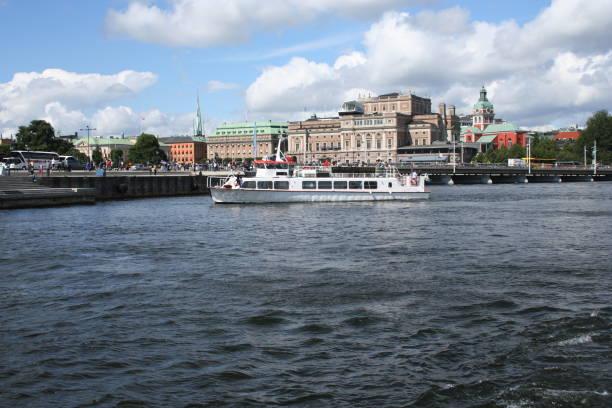 turistbåtar på mälaren, stockholm - ferry lake sweden bildbanksfoton och bilder