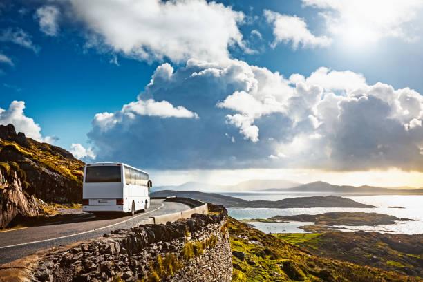 sightseeing-bus reisen - tour bus stock-fotos und bilder