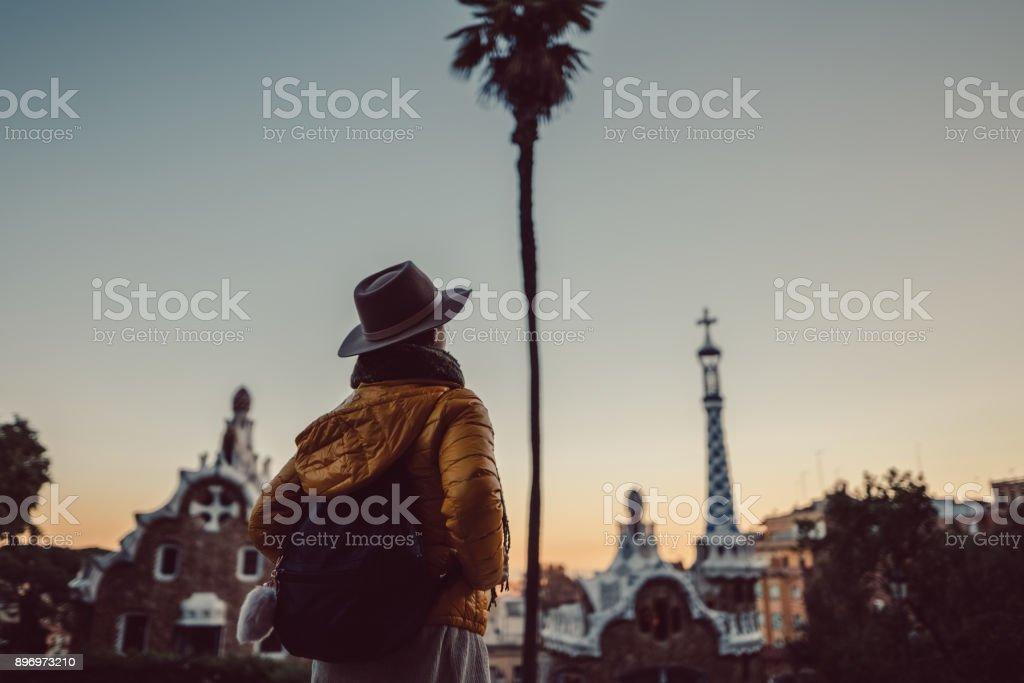 Turísticos con Parque Guell - foto de stock