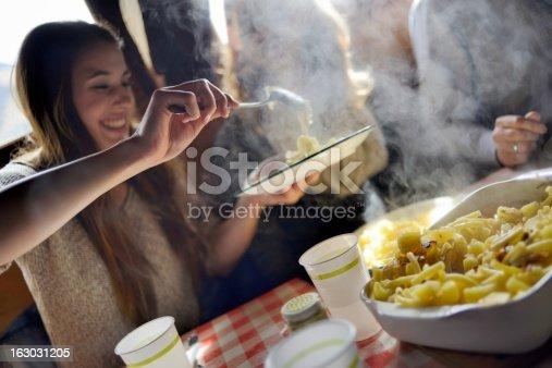 Repas traditionnels suisses alplermagronen avec vos amis for Repas avec des amis