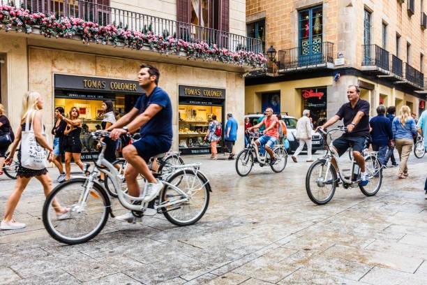 Touristengruppe auf Fahrrädern – Foto