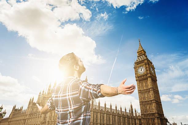 touristen, die den big ben in london - stairway to heaven englische redewendung stock-fotos und bilder