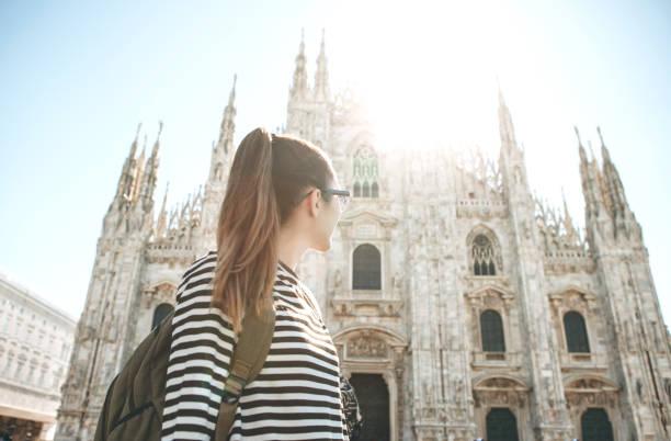 Tourist in der Nähe des Doms in Mailand – Foto